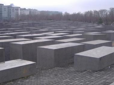 Berlin Holocaust Memorial, Mandan Lynn
